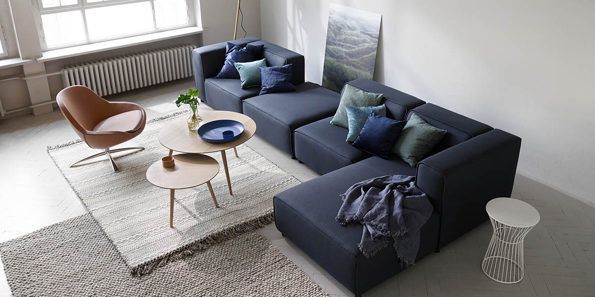 modern blue sofa cool down your design with blue velvet furniture hgtvu0027s decorating u0026. Black Bedroom Furniture Sets. Home Design Ideas
